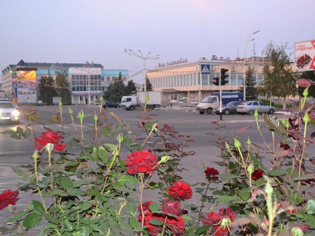 Этот город берет свое начало в 1834 году как Абинская крепость. Затем к его развитию приложили руку азовские казаки, которые в 1863 году основали станицу Абинская. Через сто лет в 1962 году она стала рабочим поселком Абинское, который в 1963 году получил статус города.
