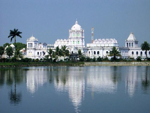 Агартала (Agartala) лежит на Северо-Востоке Индии и является административным центром штата Трипула.
