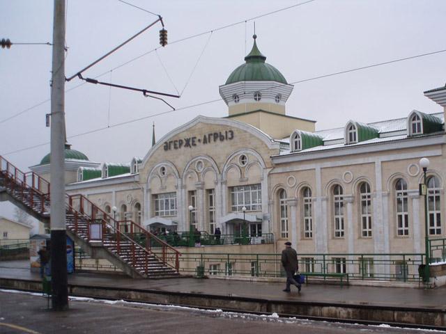 Агрыз (Agriz) находится в республике Татарстан, в 304км от Казани. Расположился он на берегах р. Агрызка, у самого подножия Сарапульской возвышенности. Первые упоминания о городе датируются 1646г. В начале 20 века тут находилось волостное правление, были две действовавшие мечети, школа.