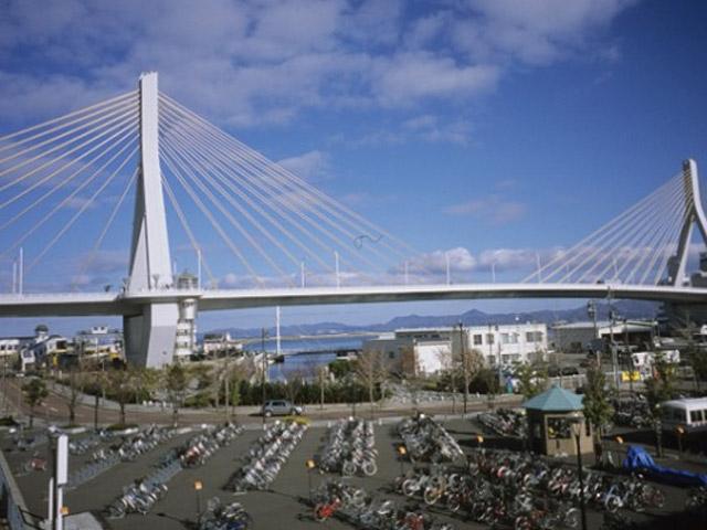 Аомори (Aomori) – это город Японии, который находится на севере острова Хонсю. Одна из его достопримечательностей – ежегодный фестиваль Небута Мацури, который идет в период со 2 по 7 августа. Это красочный и грандиозный праздник с парадом больших фонарей, музыкантами, танцорами и барабанами.