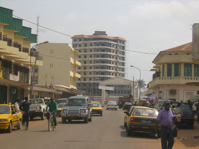 Банги (Bangui) – крупный экономический и культурный центр Центральноафриканской Республики. Находится на юге страны на реке Убанги. Основан был в 1889 году. Вначале был небольшим французским военным постом. Название в переводе означает «пороги».