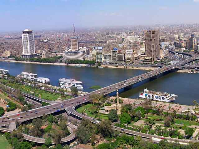 Каир (Cairo) является столицей Египта, расположен на реке Нил, рядом с Великими пирамидами. Предполагается, что во времена возведения пирамид  в городе располагались хозяйства, которое снабжали продуктами строителей.