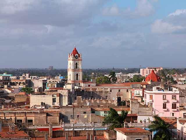 В городе находятся памятники архитектуры и университет колониального периода, примечательны следующие площади: Сан-Хуан-де-Дьос,  Трабахадорес и Соледад, а также музей Игнасио Аграмонте. Еще в Камагуэй есть и другие памятники 17-19 веков.