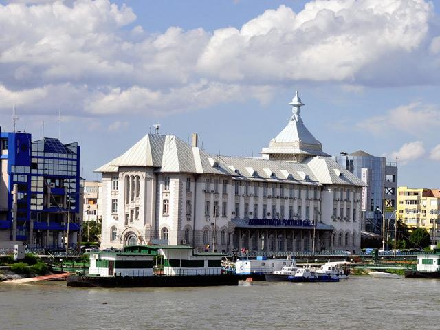 Галац (Galati) – расположен на границе с Украиной и Молдовой. Это крупный город-порт в устье реки Дунай. Название города на арабском языке означает «крепость». В 12 веке город был значительным торговым центром.