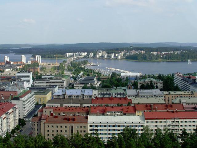 Ювяскюля (Jyvaskyla) – относительно молодой город в Финляндии, расположившийся рядом с озерами Пяйянне и Кейтеле. Административный центр ляни Кески-Суоми и седьмой город в стране.
