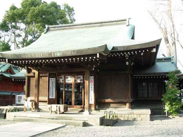 Появился город в середине 15 века, поэтому каждый год в Кавагоэ приезжает около трех с половиной миллионов любителей старины. В городе основными производящими отраслями являются: машиностроение, пищевая и легкая промышленность.