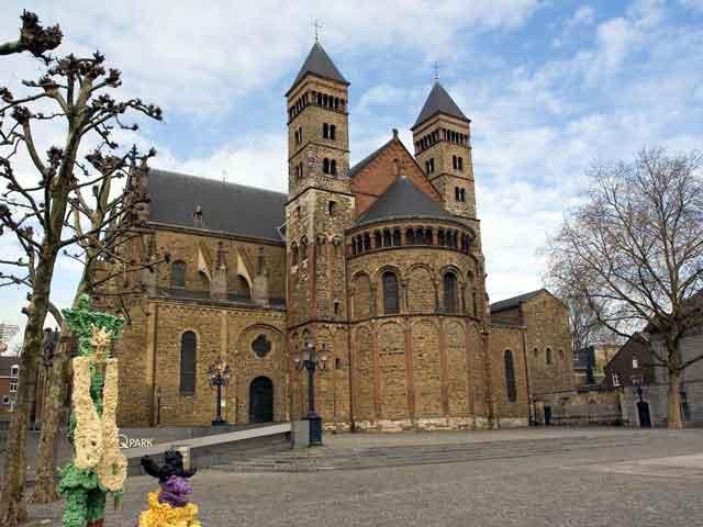 Туристов привлекают древние постройки: городские ворота, маленькие церквушки и монастыри, жилые бюргерские дома. Есть несколько замечательных музеев, рассказывающих об истории города.