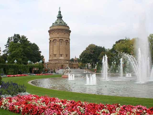 Сейчас в Мангейме население составляет около 300 тысяч. Город стал известен еще и благодаря развитию машиностроения, он стал его центром. В городе расположен университет.