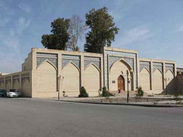 Здесь бережно хранят архитектурные памятники прошедших времен. Один из таких, комплекс Пир Сиддик, представляет огромный интерес для интересующихся историей и культурой Востока путешественников.