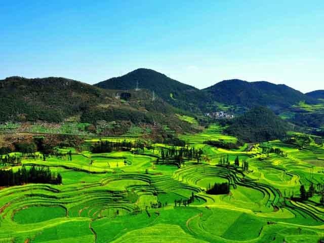 Расположившись на юго-западе страны Наньнин (Nanning) занял прочную позицию города-лидера в этом районе в сфере  экономического  и культурного развития. Хотя именно этот город меньше всего затронуло современное строительство.