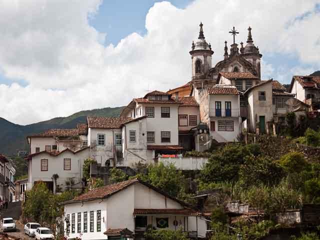 Главным памятником считают католическую церковь Святого Франциска. Много в городе и других старинных церквей, таких как: Росарио душ Оменса, девственницы Кармель.