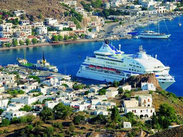 . Существовал в далекой древности. Известно, что в 492 году до н.э. был укреплен флотоводцем Фемистоклом. Расположение города в глубокой бухте, способствовало тому, что Пирей стал крупным портом Средиземного моря и главными торговыми воротами Греции.