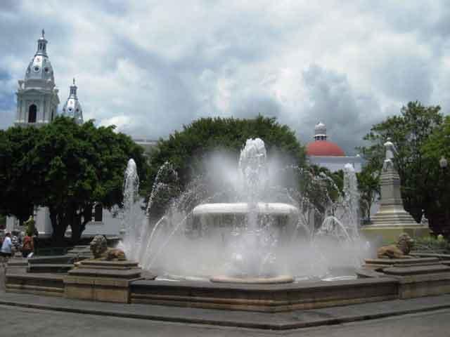 Центр города официально называется «национальным сокровищем» из-за большого количества церквей, площадей, фонтанов и декорированных домов, сохранившихся со времен колониального прошлого. Здесь же находится пожарное депо, самое старое во всем мире.