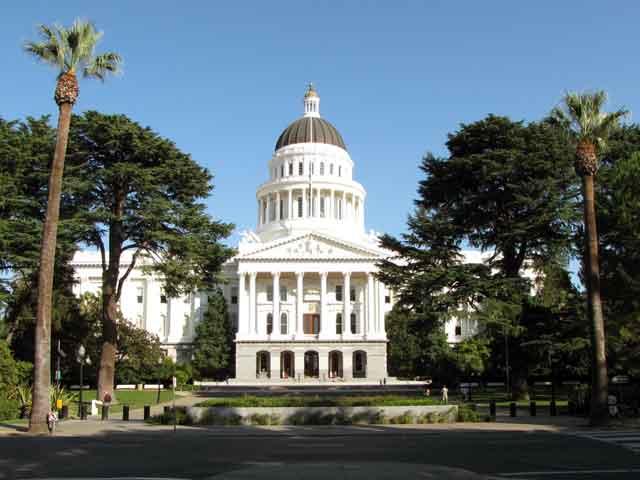Крупнейшая городская агломерация Сакраменто(Sacramento) – крупнейшая в Калифорнийской долине. Однако площадь заселена неравномерно – большая часть западной территории подвержена наводнениям. В общей сложности здесь проживают 466 тысяч человек.