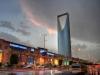 В вечернее время суток Аль-Мамляка освещается, а верхняя ниша параболической формы то и дело меняет световую окраску. На самом верху небоскреба находится смотровая площадка. Внутри располагается огромнейший современный торговый центр, а также мечеть и отель класса «люкс».
