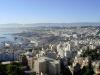 Столицей Алжира является одноименный город, который также носит арабское название Аль-Джазаир. Именно здесь собрана вся его экономическая и культурная жизнь. Кроме того, Алжир (Algiers) является портовым городом, что стоит на берегах Средиземного моря.