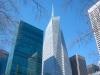 В небоскребе расположились датчики, следящие за количеством углекислого газа в воздухе. Они периодически включают вентиляцию воздуха в помещении. Если в помещении одновременно много людей и вентиляция не справляется, то тогда топиться лед и температура в здании нормализуется.