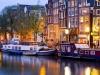 Первое упоминание о столице Нидерландов относится к  концу 13 века. Сейчас  в Амстердаме (Amsterdam) проживает более миллиона человек. Он является портом на Северном море, имеет знаменитый международный аэропорт Схипхол. Есть также гранение алмазов и ювелирное производство.