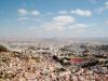 Анцирабе (Antsirabe) – третий по величине город Мадагаскара, который удобно располагается в 170 км от столицы на возвышенности в 1500 метров. Городок был основан еще в далекие времена миссионерами с Норвегии, которым понравился здешний климат. На данный момент это самый главный сельскохозяйственный и индустриальный центр Мадагаскара.