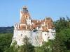 Один из самых красивых и таинственных замков средневековой Европы находится на территории Румынии и носит название – замок Бран. Однако большинство туристов знают его, как поместье графа Дракулы, поэтому это место производит достаточно пугающее впечатление.
