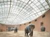 Посетители зоопарка слонов могут не только увидеть красивых животных, но и полюбоваться необычной архитектурой.