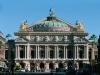 Сооружение построено в популярном тогда стиле нео-барокко, в 1875 году. Дворец создавали по приказу и инициативе Наполеона III. Тогда, по итогам конкурса выиграл Шарль Гарнье.