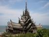 Все скульптуры и орнаменты вырезаются только вручную, что делает храм особо уникальным. Они рассказывают туристам историю страны, ее легенды и мифы, а также немного сцен буддийских и индуистских мотивов.