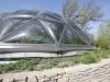 По всему миру есть десятки  таких мест, и этот зоопарк – одно из них. Он построен по проекту архитектора Дэвида Мейсона, имеет прозрачный купол, который покрывает около 850 м2. Кстати, вход для всех желающих в Монсанто Инсектариум – бесплатный, а кроме бабочек здесь можно полюбоваться на диковинные растения и понаблюдать за работой ученых.