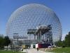 Музей-биосфера расположен в парке «Жан-Драпо», а первоначально он использовался для павильонов на Всемирной выставке США в 1967 году. Конструкцией музея служит стальной купол диаметром более 75 метров и более 60 метров в высоту.
