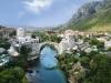 По две стороны реки Неретвы раскинулся Мостар – неофициальная столица Герцеговины. Одна его часть принадлежит христианскому миру, в другой живут мусульмане. Город впитал в себя культуру хорватов и боснийцев, соединив Запад и Восток незримой нитью.