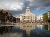 Ноттингем считается центром легкой промышленности. Также в городе работают пищевые и фармацевтические заводы, машиностроительные предприятия. В Ноттингеме имеется университет и музеи, памятники архитектурного искусства. А также здесь расположен замок, сохранивший память о доблестном Робин Гуде.
