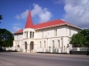 Город имеет порт. Государство Тонга находится на островах на юго-западе Тихого океана. Нукуалофа расположился на острове Тонгатапу. Это коралловый остров с тропическим климатом. Население составляет около 35 тысяч.