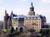 Непременно нужно посетить старый город Ольштына, увидеть высокие ворота, полюбоваться памятниками и прочими достопримечательностями. Уютный польский городок  красив и своеобразен, отели комфортабельны, а природа вокруг гармонична,  путешествие в эти места останется в памяти навсегда.