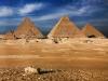 Пирамида строилась 30 лет, в строительстве принимали участие тысяч египтян. В результате мы получили величавое достижение искусства, которое является единственным из семи чудес света древнего мира, дошедшее до наших дней.