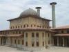 . Город с помощью автодороги соединён с портом Пехлеви и Тегераном. С 14 века этот город знаменит развитием шелководческого производства. В 18 веке Решт выступал в качестве важного торгово-транзитного пункта между Ираном и Российской Империей.
