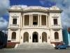 Наибольший эстетический интерес для туристов в Санкти-Спирито представляют старинная приходская церковь, трехъярусная колокольня которой в XVII веке считалось самой высокой на Кубе, Музей колониального искусства, старинные здания, расположенные в сквере Серафина Санчеса, площадь Каридад.