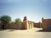 От былой пышности городу удалось сохранить три старинные мечети, возраст которых впечатляет – около семи столетий. В старом городе находится Великий рынок, имеющий весьма скромные размеры. Постройки домов в мавританском стиле здесь почти не изменились.