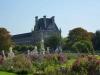 В 17 веке архитектор Версаля Ленотр перепроектировал сад. Он выстроил набережную Сены, ставшую частью великолепного сада. В саду были созданы прекрасные клумбы, множество бассейнов, ограды заменили высокими террасами, а аллеи сделали широкими. Эти аллеи со временем стали служить продолжением улиц, таких как Риволи и Елисейские поля.