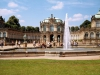 Во многих деталях Цвингера можно было увидеть стиль позднего барокко. Здания ансамбля являются симметричными, в форме строгих прямоугольников. Несмотря на то, что создавали его для увеселения, Цвингер очень скоро стал музеем естествознания, а позже получил название Королевского дворца науки.