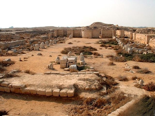 К сожалению, на сегодняшний день Абу-Мена мало чем напоминает былые постройки. От них остались всего лишь небольшие руины. В середине VII века в Египет пришли мусульмане, которые до основания разрушили прекрасный город.