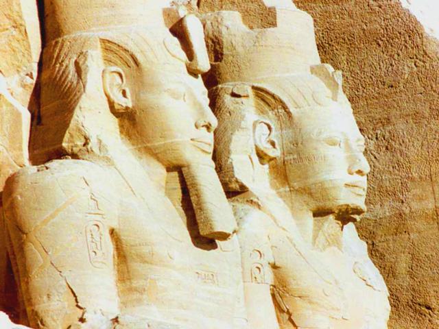 По легенде, в раскопках принимал участие местный мальчик Абу-Симбел, в честь которого и назвали храм. В середине прошлого века храм был под угрозой разрушения из-за разлива Нила, но его удалось спасти, поделив на огромные блоки и переместив на 200 метров от реки.