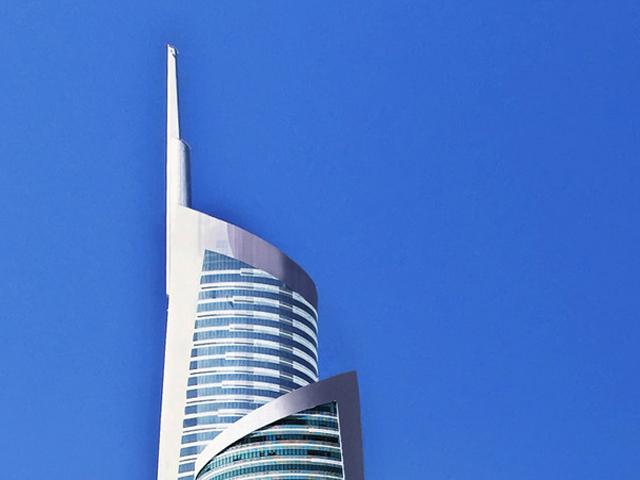 Это здание настолько красиво, насколько и высоко. В высоту оно достигает 360 метров. Это второй высокий небоскреб в Дубаи.
