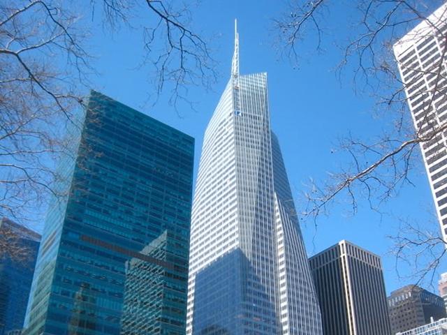 Высота небоскреба 336 метров. Он уступил только лишь легендарному Эмпайр Стейт Билдинг.