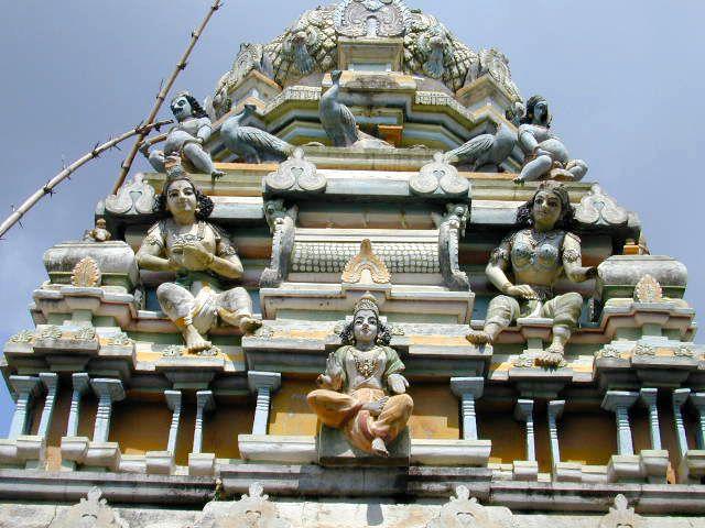 Анурадхапура и сегодня является центром буддизма и местом паломничества. Ежегодно сюда устремляются сотни буддистов, чтобы посетить святые места – дерево Бо, которому исполнилось 23 века, и семь дагоб.