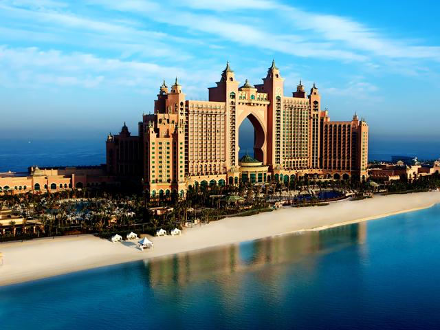 Так, автор проекта решил не останавливаться на достигнутом и продолжил свой проект, выстроив подобный дом отдыха в Дубаи. Новый комплекс состоит из двух башен с общим мостом. Всего в двух башнях имеется более полутора тысяч номеров.