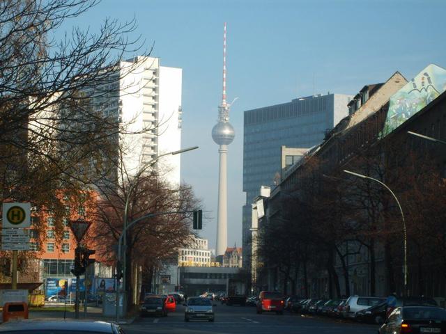 На сегодняшний день Берлинская телевизионная вышка является одной из высочайших рукотворных построек, уступая только Останкинской, Киевской и Рижской башням.