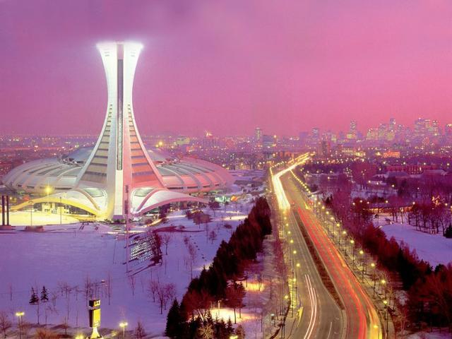 Над проектом стадиона работал архитектор из Франции Роже Тайлинбер. Сооружение получилось невероятно изящным и одновременно очень сложным благодаря 175-метровой наклонной башне.