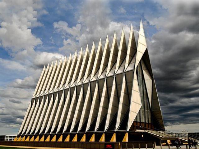 В 2004 году здание было отмечено наградой и стало историческим памятником. Проектировал здание известный чикагский архитектор Уолтер Нетш.