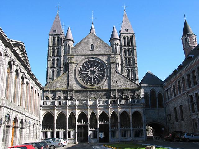 . В 12-том веке Турне стал епископской резиденцией, и храм подвергся основательной переделке. Это здание собора и сохранилось до наших дней.