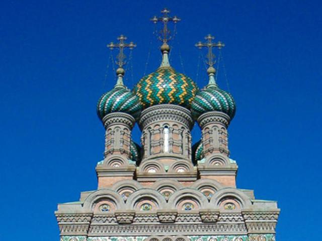 Основой православной церкви стал проект архитектора из Санкт-Петербурга, Михаила Преображенского. Автор храма, решив возвести совершенно удивительную церковь, специально выбрал старомодный и близкий для русских стиль московского зодчества 1800-х годов.